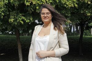 Efter bara fyra år i Sverige tar nu Liza Marshah från Syrien studenten på naturvetenskapliga programmet, och får ett av stipendierna.