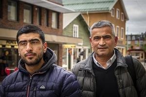 Hogir Arafat och Marzavan Arafat oroar sig för sina släktingar i norra Syrien.