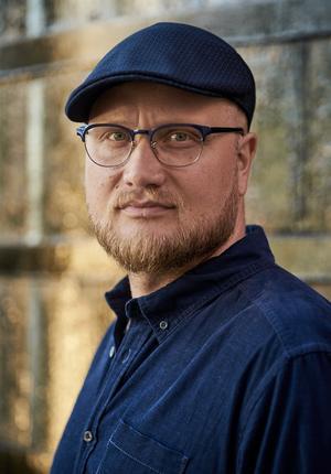 Foto: Johan EL Eriksson. Oskar Söderlund växte upp i Söderhamn och skriver nu manus till en ny svensk originalserie som ska visas på Netflix.