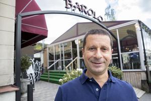 Nemrud Haffo, ägare på Ristorante Barolo, tror att färre nattklubbar ligger bakom minskningen av serveringstillstånden i Södertälje.