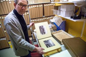 Länsmuseets samling omfattar över en miljon fotografier och negativ. Museifotografen heter Björn Grankvist.