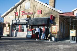 Direkten-butiken i Bjästa som utsattes för ett väpnat rån på onsdagskvällen.