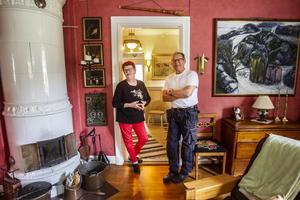 Sarah och Bo Hallstensson har flyttat många gånger, senast 2016 till en villa i Bergvik vars insida de totalrenoverat.