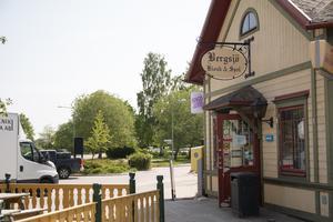 Kiosken i Bergsjö ses idag som byns samlingspunkt och att fortsätta driva butiken ses som ett måste vid en försäljning.