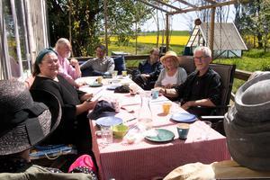 Senaste styrelsemötet  hölls i strålande sol i Latorp.