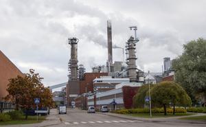 Förra året släppte bruket ut nästan 26 000 ton fossilt koldioxid. Under 1990-talet brukade den mängden vara över 100 000 ton per år.