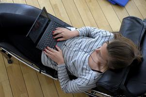 I dag är en robust bredbandsanslutning ett måste för alla, såväl företag, hushåll som offentliga organ, skriver artikelförfattarna. Foto: TT