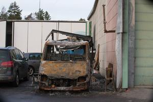 Den utbrända lastbilen.