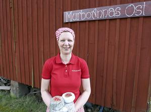 MurboAnnas ost bygger ett nytt mejeri. I dag har Anna Reyier sin osttillverkning på gården i Koppslahyttan, där hennes man Mats och hans bror i dag har mjölkkor. Men Anna Reyier och hennes man Mats bygger ett nytt mejeri på Annas släktgård i Murbo, utanför Borlänge. Det ska stå klart våren 2017. Ostproduktionen flyttas då till Murbo där de får större lagringsutrymme, kafé och butik.