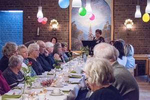 Ett 30-tal personer hade hörsammat inbjudan till födelsedagsfesten.