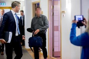 Rent formellt är Sollefteåbon åtalad för medhjälp till grov trolöshet mot huvudman, fyra fall av grovt bokföringsbrott samt grovt skattebrott. Han nekar till brott.