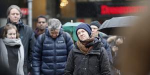 Ett 100-tal Södertäljebor deltog i en klimatmanifestation i centrum på fredagen.