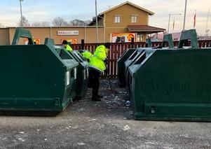 Idag var tre killar från Samhall på återvinningsstationen och städade upp efter oss Färilabor. De fick ihop en överfylld släpvagn.
