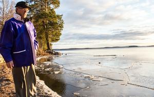 Tunn is i viken och öppet vatten längre ut. Isen är rekordsen på Runn.