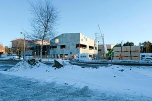 Så här såg nya Älvdalsskolan ut i början av året. De som passerat nyligen vet att det hänt en del sedan dess.