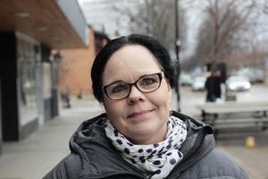 Kommunalrådet Marie Larsson (S) blev attackerad vid Älvkarleö fiskecamp och berättade om händelsen på sin Facebooksida: