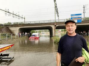Michael Lundgrens renoverade husvagn och bil måste skrotas efter missödet i Fagersta.