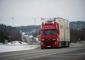 Trots att efterfrågan på tunga transporter ökar minskade koldioxidutsläppen från länets åkare med 12 000 ton i fjol. Fredrik Sandberg/TT