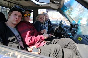 Adam Näs, Johnny Frost, Tilde Schedvin och Hanna Svensson deltog i demonstrationen precis, som de flesta eleverna på Morkarlbyhöjdens högstadieskola.