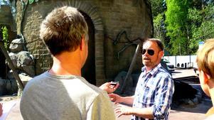 Peter Osbeck är attraktionschef för Parks & Resorts. Han har åkt runt i USA och Europa och testat flera olika darkrides, vilket Furuvik nu blir först i Sverige att erbjuda. Som bäst har han fått 300 000 poäng i Spökjakten hittills.– Jag är ganska säker på att Spökjakten kommer bli väldigt populär, säger Peter Osbeck. Bild: Lisa Bogren.