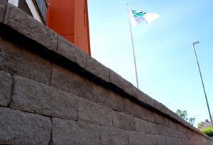 Centrumbostäder hade inte ansökt om bygglov för muren.