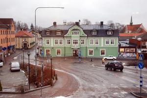 En ung kvinna från Hedemora kommun har åtalats misstänkt för olovlig körning på Hökartorget i centrala Hedemora.