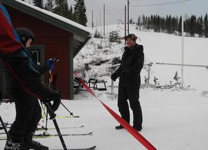 Under fredagen kunde Kalle Hansols, ägare till Svärdsjöliften klippa bandet och därmed återinviga den anrika anläggningen.