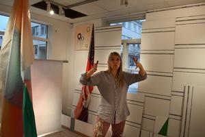 Anna Nyberg har skapat ett konstverk där rummet är en integerard del.