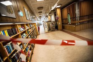 Barn- och ungdomsavdelningen är stängt framöver för renoveringsarbete efter läckan.