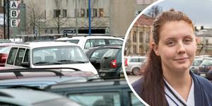 Nu höjs åter parkeringsavgifterna för anställda vid Region Örebro län. 450 kronor i månaden blir den nya månadsavgiften för dem som jobbar på USÖ och Eklundavägen i Örebro. Undersköterskan Caroline Johansson som startade protestlistor vid förra höjningen är kritisk. Arkivfoton NA