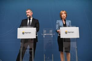Nils Öberg presenteras som ny generaldirektör för Försäkringskassan av socialförsäkringsminister Annika Strandhäll (S).Foto: Fredrik Sandberg