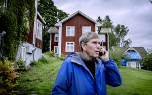 Lars Gille utanför hotellet i Nyhyttan.