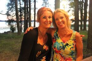 Kristina Lundin och Carina Kranse (från vänster) hade åkt de drygt två milen från Östervåla.