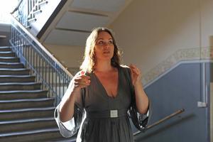 Anna Lundin berättar att kören är taggade på Pride-uppträdandet.