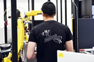 Test och finjustering av en maskin som byggs.