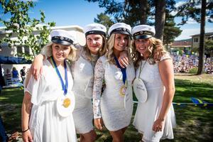 Tove Högman Ording, Johanna Söderberg, Emelie Block och Annie Jonsson. Alla studenter från Ledarskapsprogrammet.