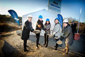 I december 2015 grävde Boel Godner, näst längst till höger, inför etableringen av Biltema och Ica Maxi i Glasberga.