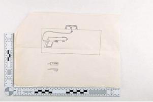 En ritning på attachéportföljens tänkta innehåll togs i beslag hos Sundsvallasbon. Bild: Från polisens förundersökning