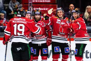 Max Lindholm jublar efter sitt hittills enda mål i Örebrotröjan. Bild: Johan Bernström/Bildbyrån