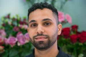 """""""Det är kärlek, känslor och energi"""". Det är vad Mohammad lägger in i begreppet blommor."""