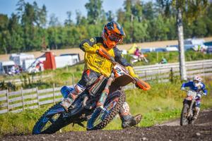 Emil Berggren körde upp sig från 30:e till femte plats efter problem i starten av helgens första finalheat i motocrossens division 1 västra. Foto: Annika Berggren