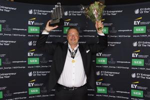 Rikard Rosander som driver företaget Herok med huvudsäte i Örebro är Svealands främste entreprenör. Under en galakväll i Västerås på torsdagen fick han ta emot priset, och nu väntar nationell final i januari. Pressfoto