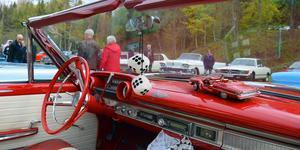 En stor och en liten variant av en Ford Galaxie kunde beundras i Säterdalen på tisdagen.
