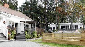 Altan, poolområde, hönshus och uterum är saker som tillkommit sen paret köpte huset.