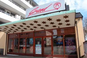 Det blir ingen filmfestival på Biograf Grand i Skara i år. Men man håller fortsatt öppet trots att det efter den 24 november antagligen inte får finnas fler än 8 personer åt gången i biosalongen.