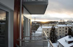 Utsikt från en av tvårummarna i höghuset, i bakgrunden syns skidbacken.