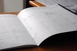 Man fick vara med och lägga schemat från första början, men schemat som man sedan lagt blev ändrat till helt andra arbetspass och även på andra dagar än vad man själv hade lagt. Är det vad man kallar större frihet? undrar insändaren. Foto: Pixabay.com.