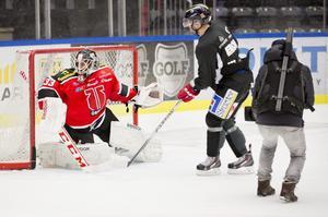 2012: Testade på att stå i Örebro Hockeys mål under en träning. Arkivfoto: Per Groth