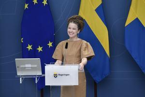 """""""Vi är många som längtar och längtat efter att få umgås igen"""" säger kultur- och demokratiminister Amanda Lind på pressträffen. Foto Stina Stjernkvist / TT"""