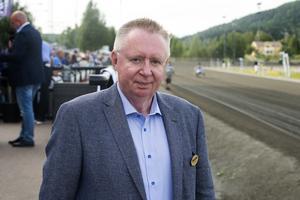 Thomas Almqvist, sportchef på Bergsåkerstravet, var förstås nöjd med vädret och inramningen.